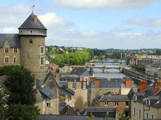 Interview Anna Powney in La Mayenne
